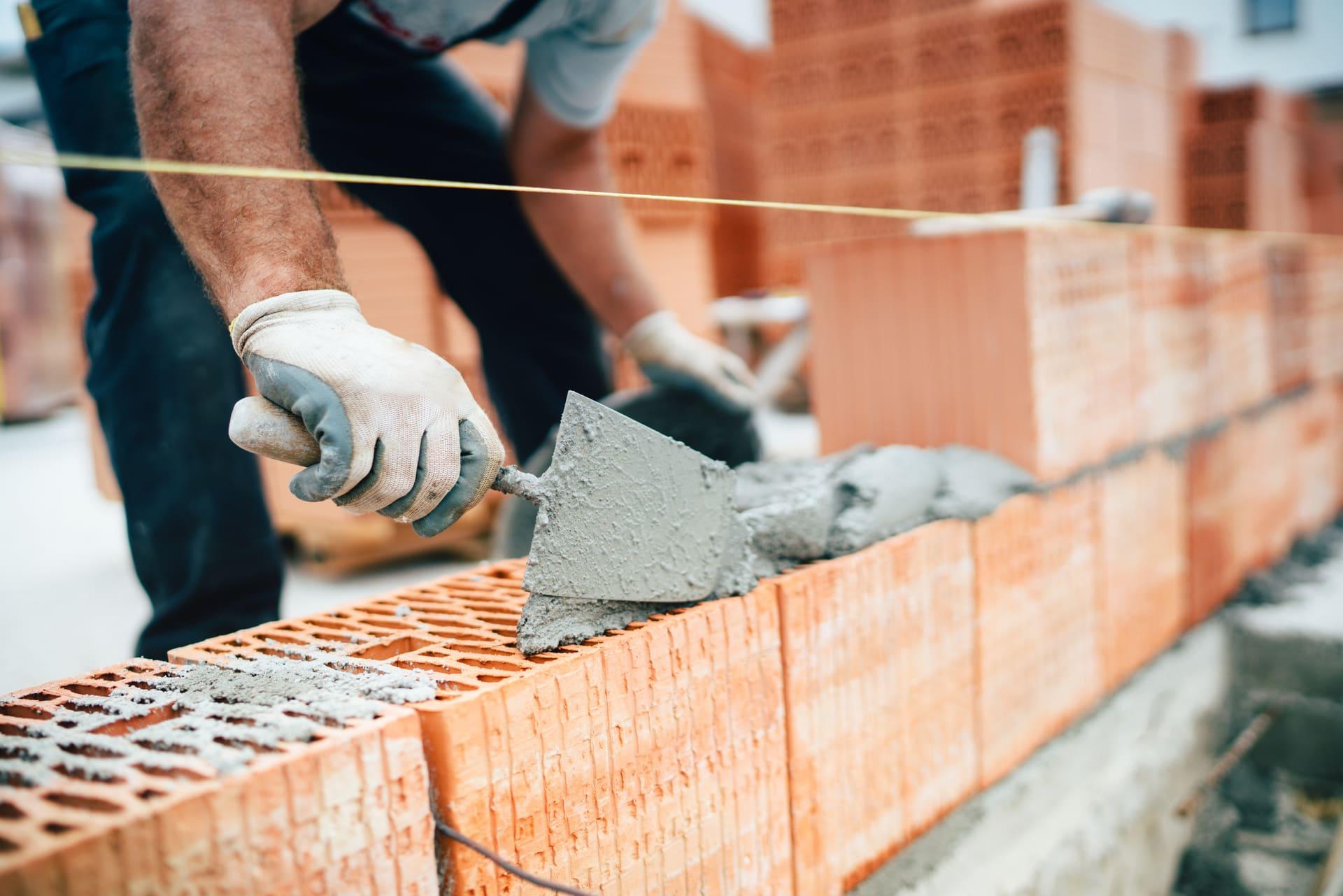 masonry contractor making a brick wall